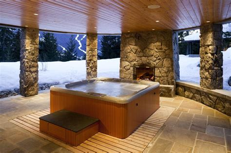 hot tub  spa whats  difference