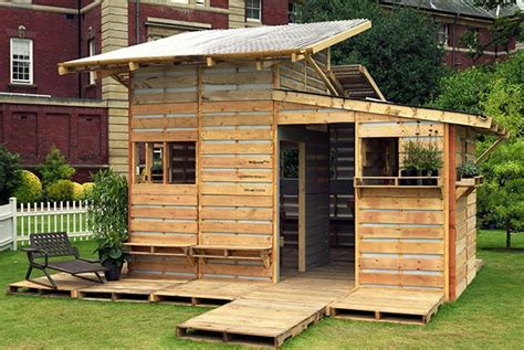 cabane de jardin en palettes cabanes abri jardin