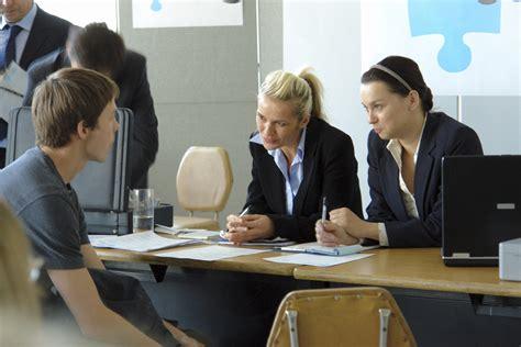 bureau d embauche 7 signes qui montrent que vous allez réussir votre