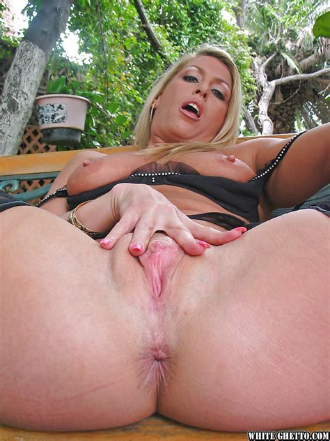 Mature Vixen Chelsea Zinn Stripping And Spreading Her