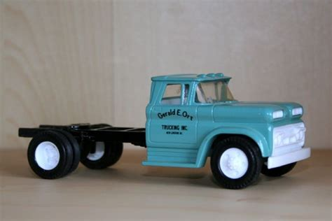 transport a 1960 chevy c60 to chesterfield transport models ertl 1 43 1960 chevrolet c60 viking