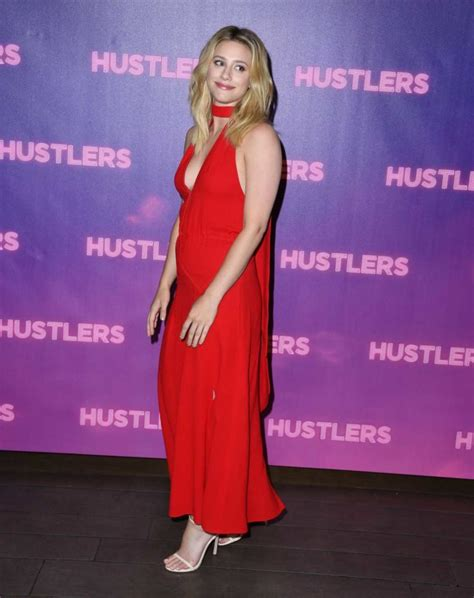lili reinhart attends hustlers photocall  los angeles