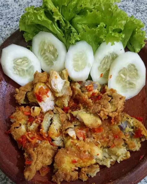Resep sambal ayam geprek menjadi salah satu menu yang paling digemari masyarakat. Resep Ayam Geprek Sambal Bawang - Viki Cook