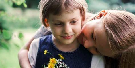 7 satriecoši iemesli, kādēļ māsa padara jūs par labāku ...