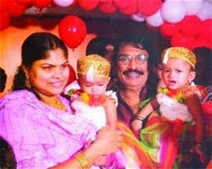 Cochin haneefa with family--Rare pictures