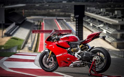 2013 Ducati Superbike 1199 Panigale R Wallpapers