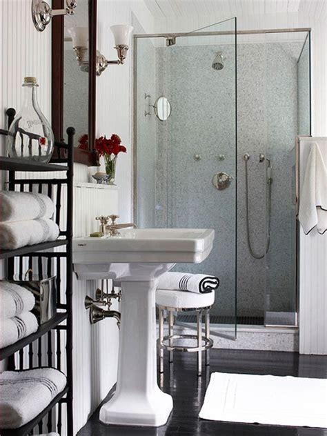 banos en color blanco  negro