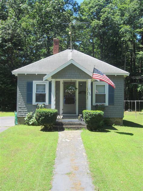 relaxshackscom tiny house sight seeinga small bungalow home  easton ma
