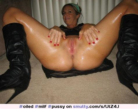 Milf Pussy Spreading Showingpussy Smiling Oiled
