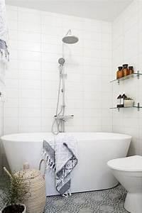 amenagement petite salle de bain 34 idees a copier With baignoire dans petite salle de bain