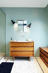 Meuble Salle De Bain Vintage : d co de salle de bains 10 meubles anciens d tourn s en plan vasque femme actuelle ~ Teatrodelosmanantiales.com Idées de Décoration
