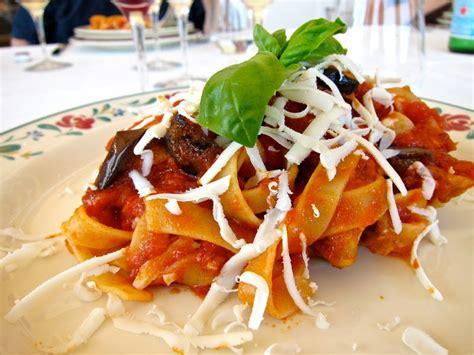 cuisine italienne gastronomique pâtes à la sicilienne recette de la pasta alla norma