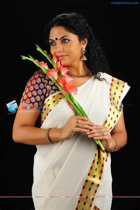 Asha Sarath In Kerala Tradional Saree Mollywood