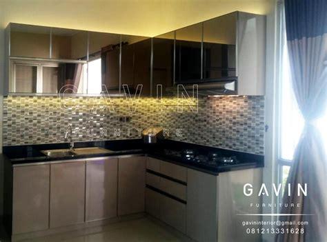 pembuatan kitchen set minimalis kombinasi kaca kitchen