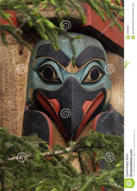 eskimo totem pole bird stock photo image  carving