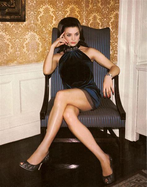 Natalie Dormer Legs by Natalie Portman Crossed Legs Search Costume