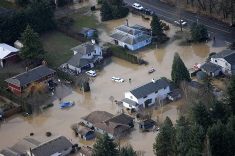 oregon red cross assisting residents  vernonia
