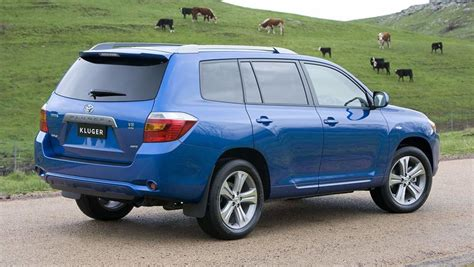 There's plenty of headroom, with enough shoulder room for three adults. Toyota Kluger used review   2007 - 2013   CarsGuide