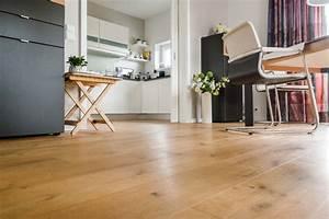 Parkett In Küche : landhausdiele im wohnbereich und k che mark wrobbel gmbh bodenbel ge ~ Markanthonyermac.com Haus und Dekorationen