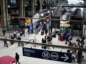 how to change trains station in by metro or taxi