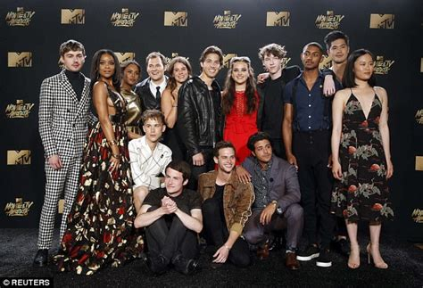 Fresh Off The Boat Season 4 Uk Release Date by Mtv Awards Dylan Minnette And 13 Reasons Why Cast Attend