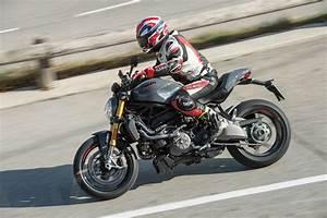 Ducati Monster 1200s : first ride 2017 ducati monster 1200 s r visordown ~ Medecine-chirurgie-esthetiques.com Avis de Voitures