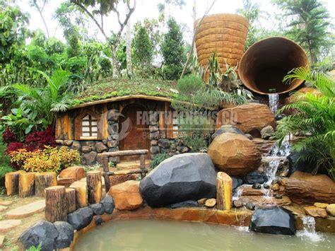 wisata banyu mili wonosalam jombang suguhkan hobbit house