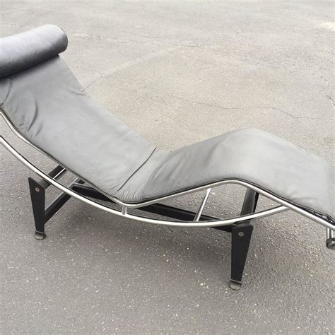 Le Corbusier Chaise Longue Price by Le Corbusier Lc4 Chaise Longue In Black Leather At 1stdibs