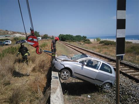 si鑒e auto i size guardavalle auto si ribalta sui binari ferroviari ntacalabria it