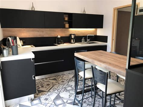 table cuisine noir table de cuisine plaque de cuisson sur plan de