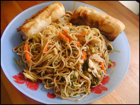 direction la chine aiguillettes de poulet et nouilles chinoises r 234 ve et gourmandises