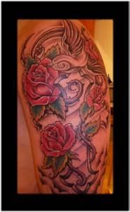 Rosen Tattoos Schwarz : kyrilla rosen kreuz und ein vogel tattoos von tattoo ~ Frokenaadalensverden.com Haus und Dekorationen