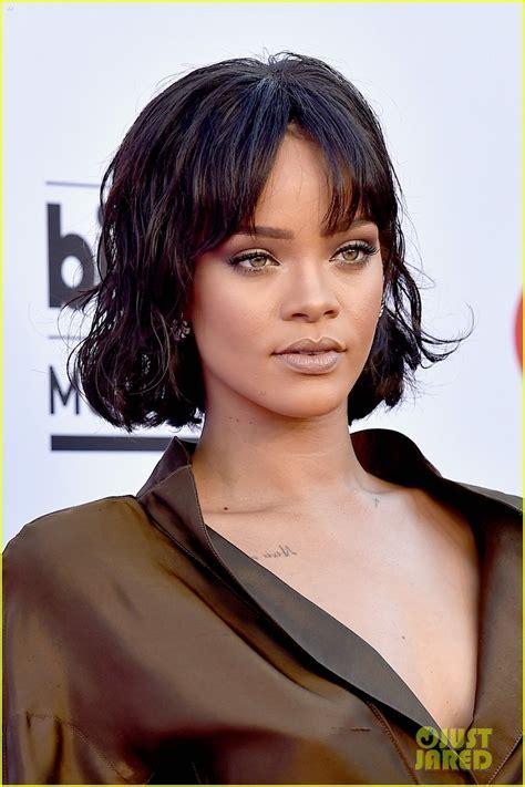 Rihanna Goes Vintage for Billboard Music Awards 2016