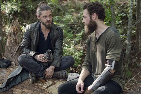 tom payne man bun the walking dead showrunner on if jesus and aaron are a