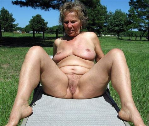 Amateur porn Chubby american granny Naked Outdoors