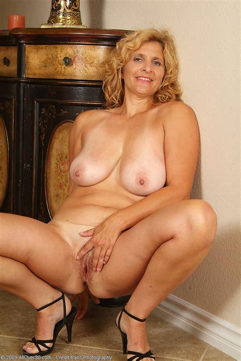 Blonde Mom Tara Struts Her Stuff Pichunter