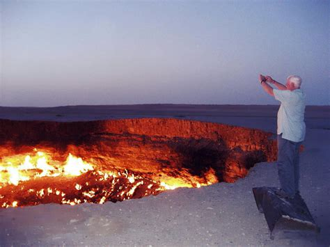 File:Darvaza Gas Crater.jpg - Wikimedia Commons
