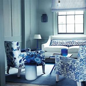 Blue living room decor 2017 grasscloth wallpaper for Blue and white living room decorating ideas