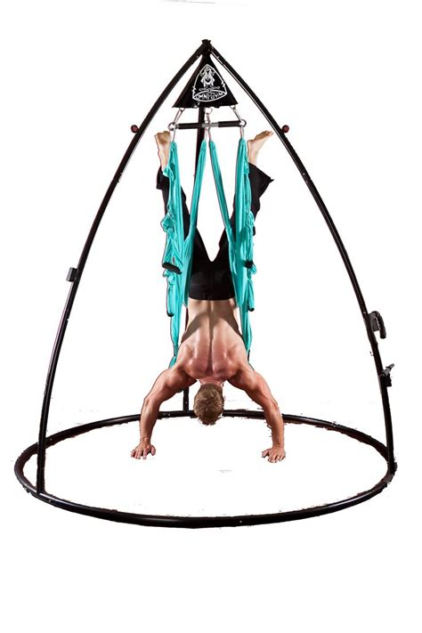 Aerial Swing aerial stand downward doggin