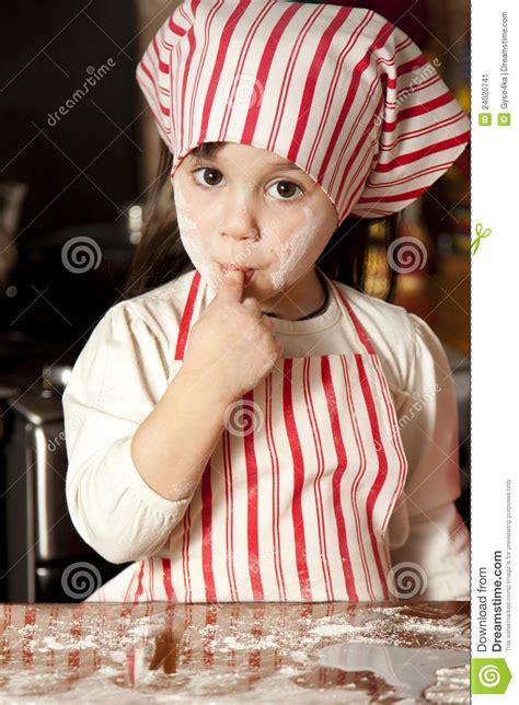 petit chef cuisine petit chef dans la cuisine image stock image 24020741