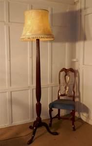 A mahogany floor standing lamp 428484 sellingantiques for Antique mahogany floor lamp