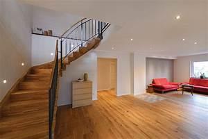 Handlauf Für Treppe : treppe aus holz metall qm ausstellung in aschaffenburg ~ Markanthonyermac.com Haus und Dekorationen