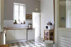 couleur cuisine avec carrelage beige ohhkitchen
