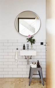 Miroir Rond Salle De Bain : la salle de bain scandinave en 40 photos inspirantes ~ Nature-et-papiers.com Idées de Décoration