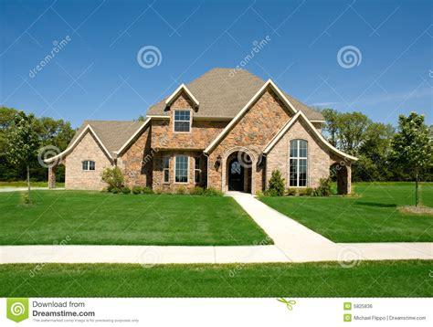 Schönes Haus Oder Haus Stockfoto Bild Von Blau, Rasen