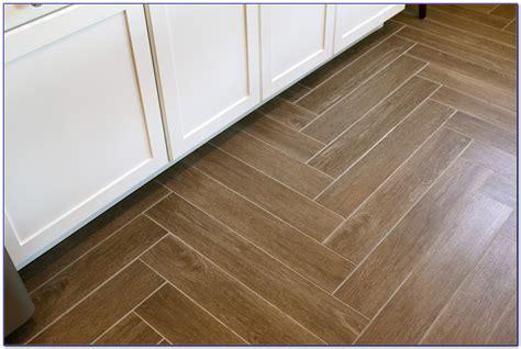 tile floor wood pattern herringbone pattern wood look tile floor tiles home decorating ideas 0ao3apxwke