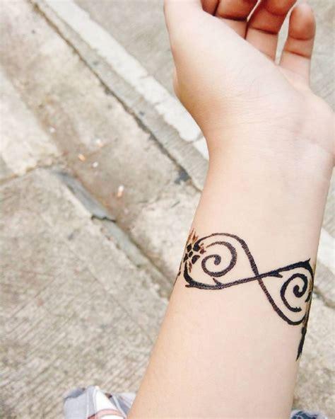 Tatouage L Infini Le Tatouage Infini Vous S 233 Duit Zoom Sur Le Symbole Et Mod 232 Les De