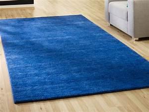 Blaue teppiche haus ideen for Balkon teppich mit versace tapete blau