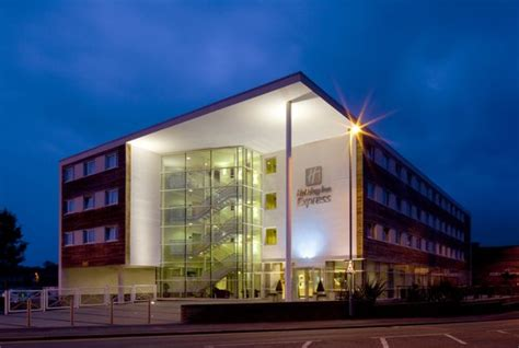 holiday inn express chester racecourse cheshire hotel