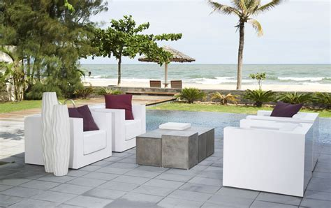 tr騁eaux de bureau meuble de jardin en béton ciré très original meuble et décoration marseille mobilier design contemporain mobilier marseille
